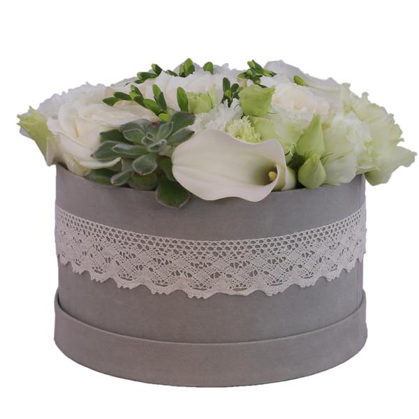 Florarie online - livrare flori - cutie flori - aranjament trandafiri albi
