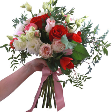 Buchet trandafiri rosii - florarie online - livrare flori - lalele roz - florarie Bucuresti