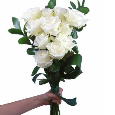 Buchet de flori - trandafiri albi - florarie online - livrare flori - eleganta