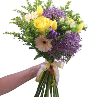 Buchet flori - florarie online - livrare flori - trandafiri galbeni - lalele - frezii
