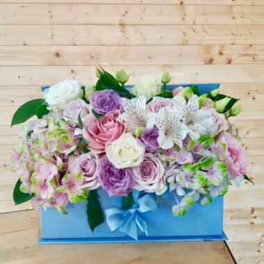 Buchet flori - cutie flori - livrare flori - cadou special