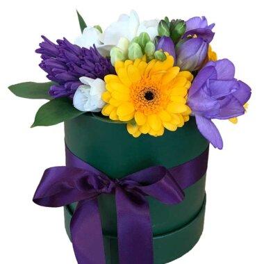 Cutie flori - livrare flori - frezii - cadou perfect