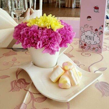Aranjament masa ieftin - florarie online - botez - nunta