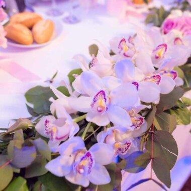 Florarie online - livrare flori - masa prezidiu