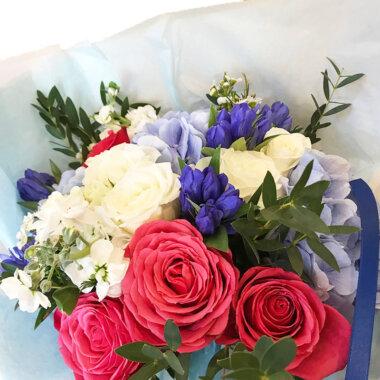 Buchet flori - florarie online - buchet mix - cadou superb - trandafiri - livrare
