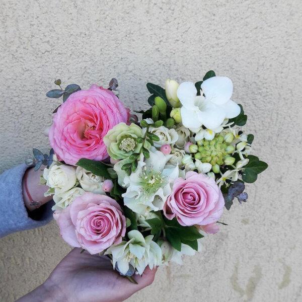 Trandafiri Frezie Aranjament floral