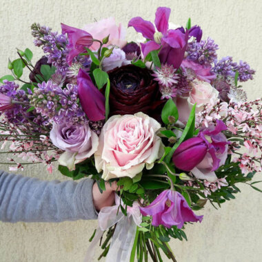 Buchet lalele - liliac - trandafiri