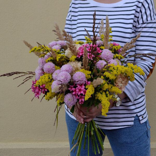 Buchet flori de camp - garoafe
