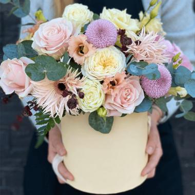 Cutie flori Trandafiri - Gerbera - Crizantema - Lisianthus