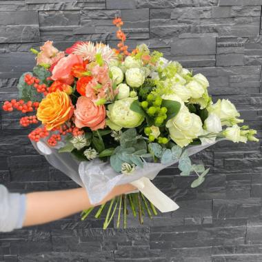 Buchet flori naturale unice - trandafiri - ilex